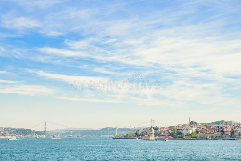 El puente virginal de la torre y de Bosphorus del ` s foto de archivo libre de regalías