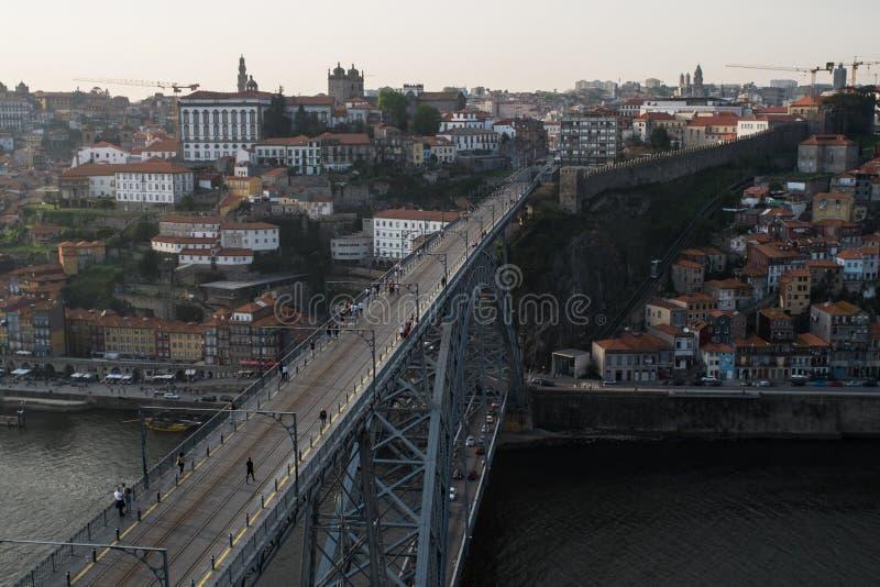 El puente y Oporto de Dom Luis I, vistos de Miradouro DA Serra hacen Pil foto de archivo libre de regalías
