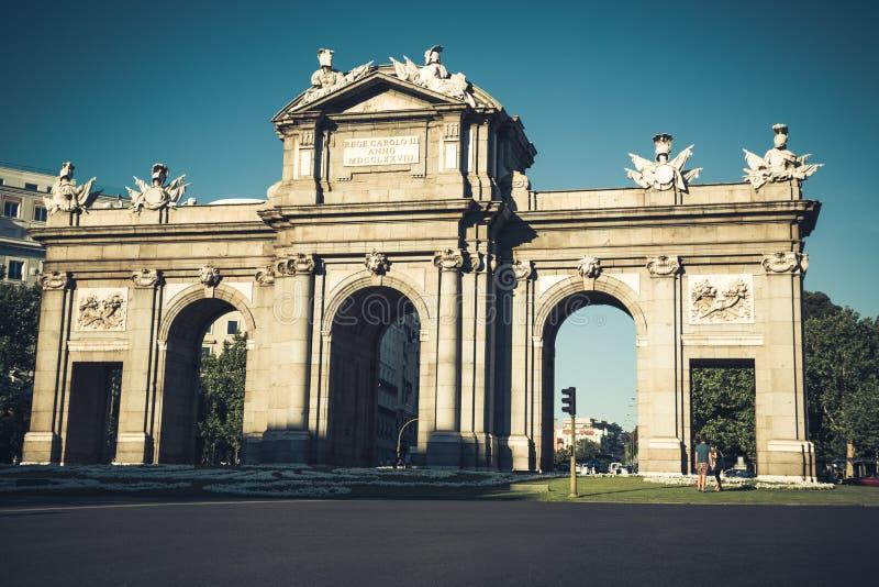 El Puerta famoso de Alcala en el cuadrado de la independencia - Madrid Spai fotografía de archivo libre de regalías
