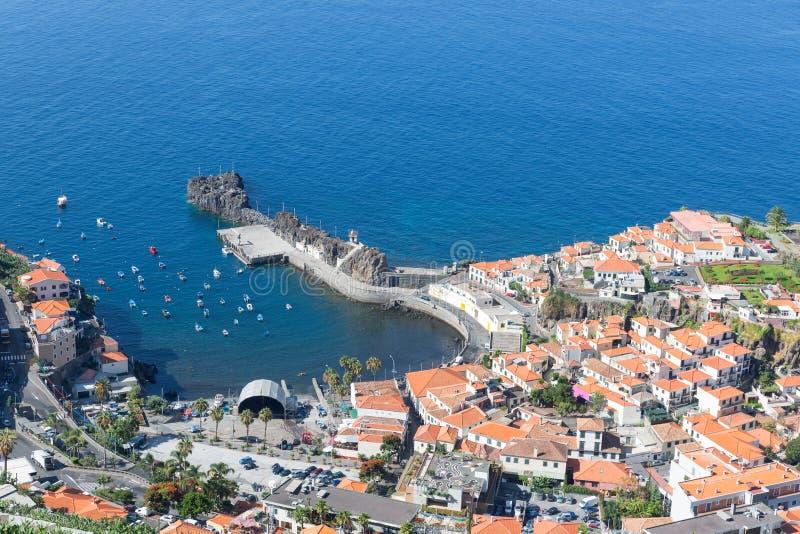 El puerto de la visión aérea de Camara hace Lobos en Madeira, Portugal imagenes de archivo