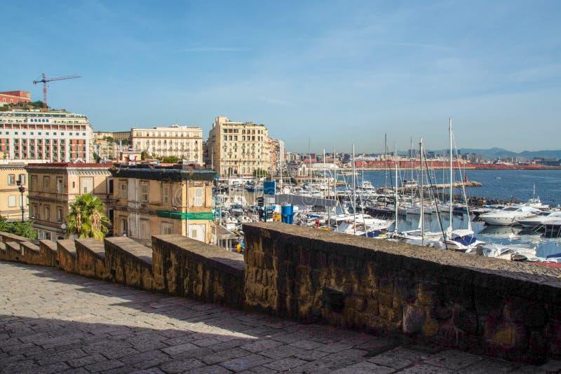 El puerto de Nápoles del ` Ovo del dell de Castel imagen de archivo libre de regalías