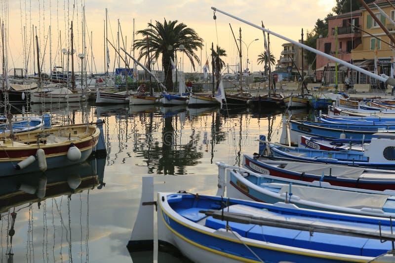 El puerto del sur Mer de Sanary fotos de archivo libres de regalías