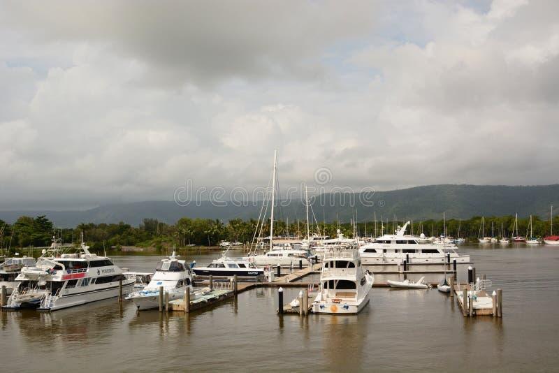 El puerto deportivo Port Douglas queensland australia fotografía de archivo