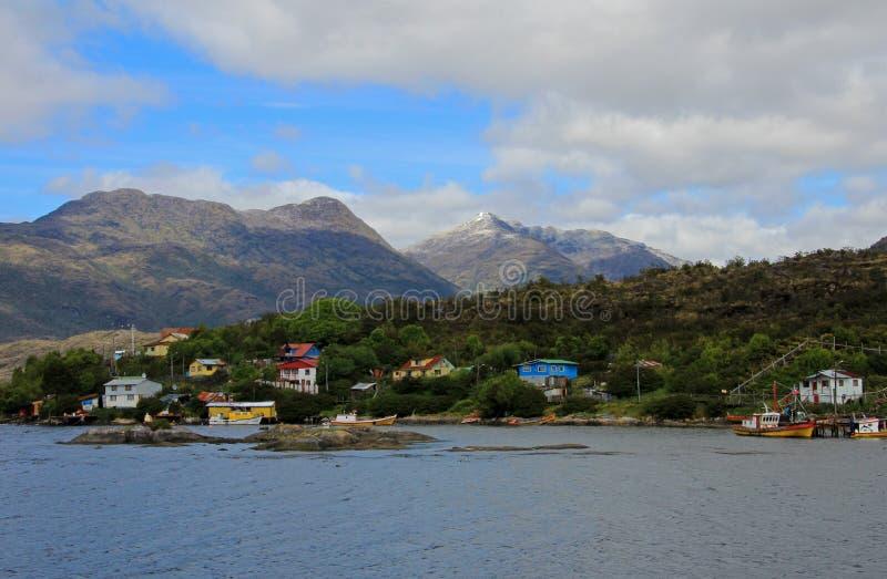 El Puerto Eden en Wellington Islands, fiords de Chile meridional imagenes de archivo