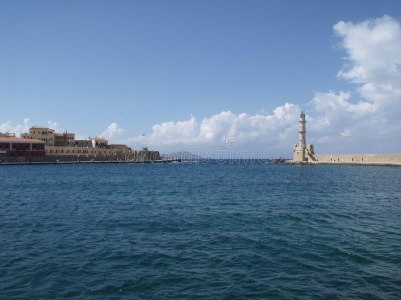 El puerto en Chania - entrada imagenes de archivo