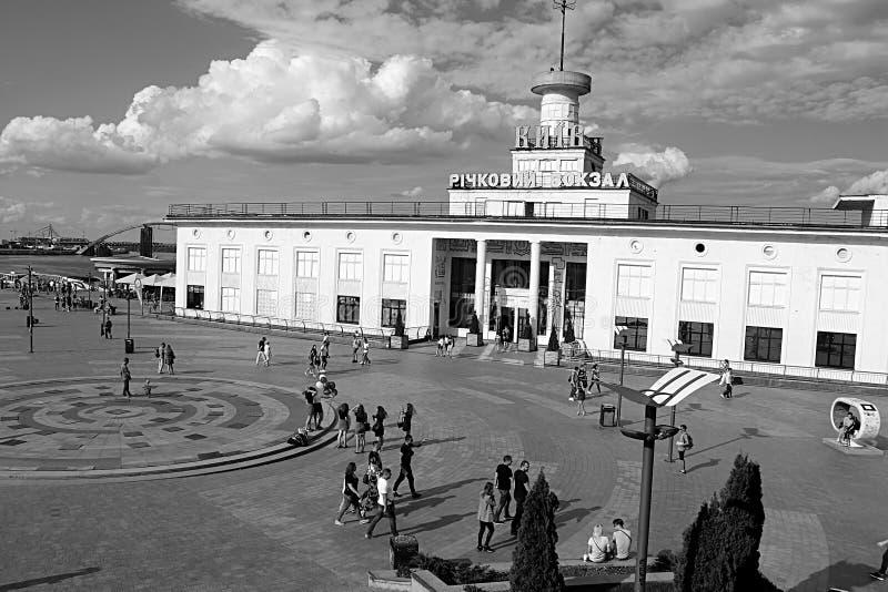 El puerto fluvial de Kiev es el puerto fluvial principal de Kiev, Ucrania imagen de archivo libre de regalías