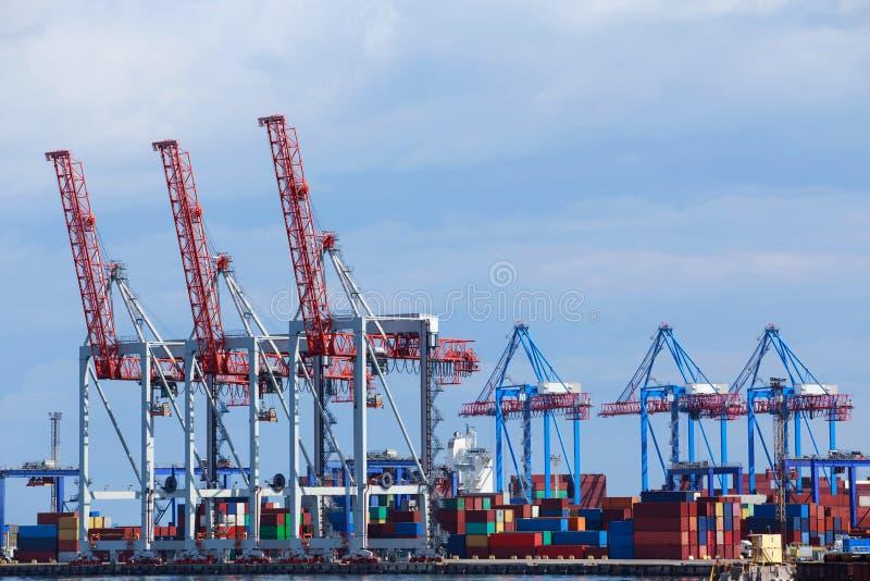 El puerto marítimo imagen de archivo