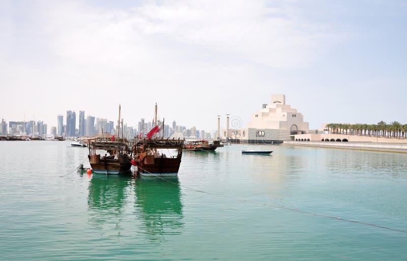 El puerto viejo del Dhow en el Doha Corniche, Qatar imágenes de archivo libres de regalías