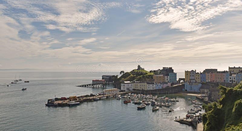 El puerto y el castillo en Tenby, fotografía de archivo libre de regalías