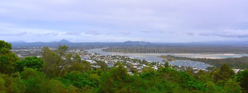 El puesto de observación de Laguna ofrece visiones escénicas sobre Noosa foto de archivo