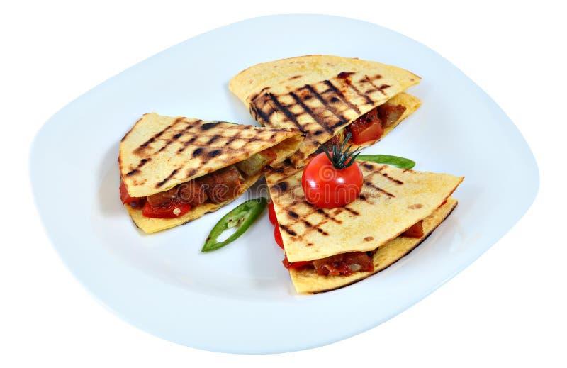 El quesadilla del pollo, tres dobló la tortilla con el relleno, mexicano foto de archivo