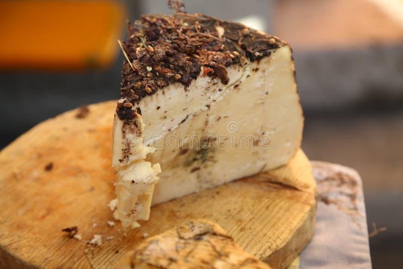 El queso llamó al borrachín con orujo y pasas foto de archivo