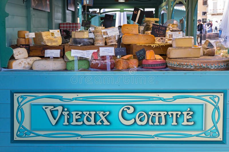 El queso vendió en la cabina de Vieux Comte en los di Santa Maria Novell de la plaza fotos de archivo libres de regalías