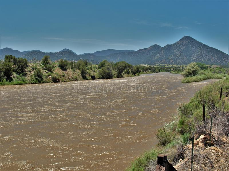 El río Arkansas cerca de Salida, Colorado fotografía de archivo
