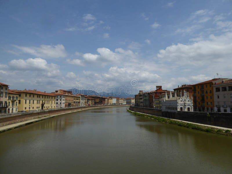 El río Arno, Pisa de Ponte Sollferino imagenes de archivo