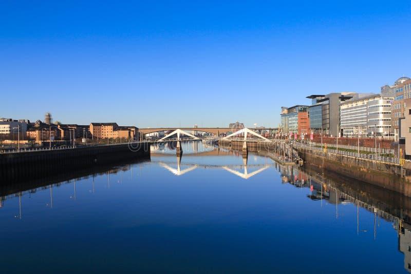 El río Clyde en una mañana soleada fotos de archivo