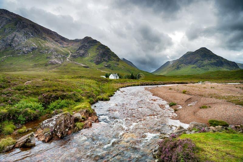 El río Coupall en las montañas escocesas foto de archivo libre de regalías