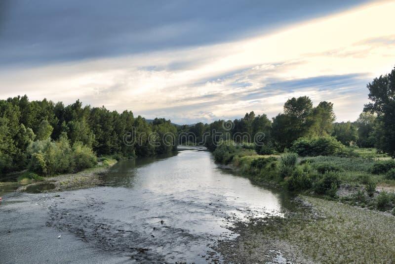 El río de Reno en Bolonia fotos de archivo