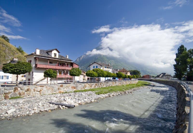 El río de Rhone en Martigny imagenes de archivo