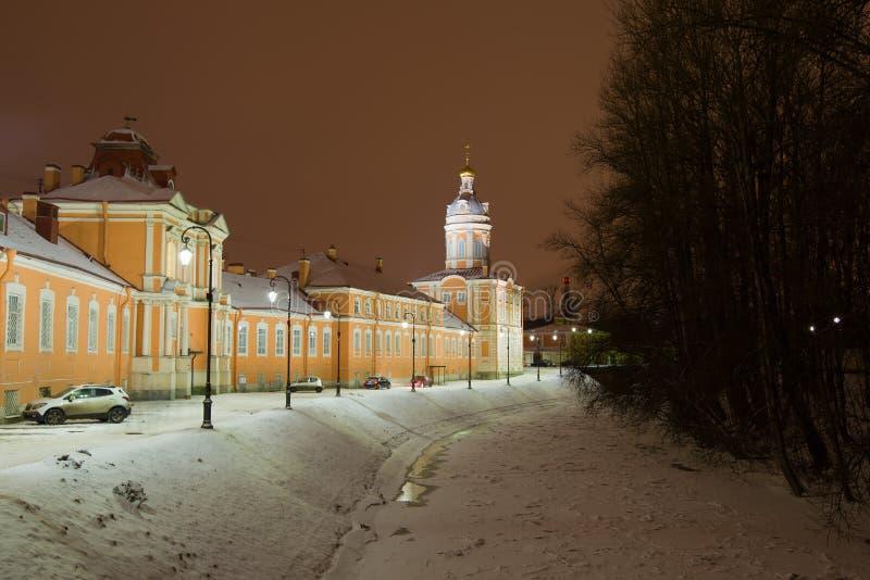 El río del monasterio y la sacristía de Alexander Nevsky Lavra, St Petersburg imagen de archivo libre de regalías