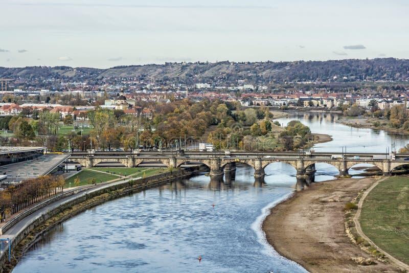 El río Elba en Dresden, Alemania fotografía de archivo