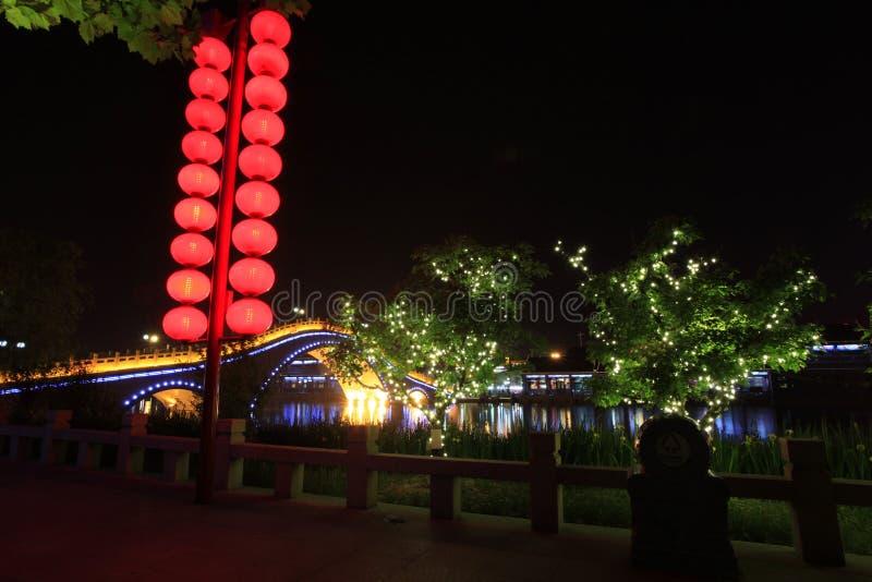 El río en la noche fotografía de archivo
