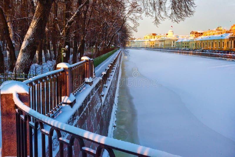 El río Fontanka en el invierno St Petersburg Rusia foto de archivo libre de regalías