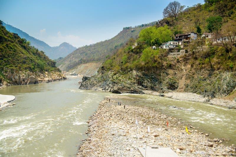 El río Ganges santo fluye en un valle, la India foto de archivo libre de regalías