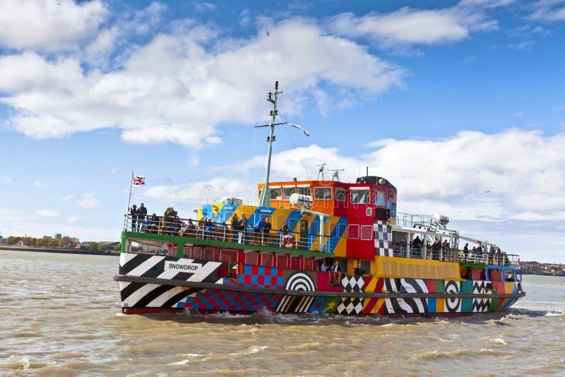 El río Mersey deslumbra el transbordador en Liverpool foto de archivo