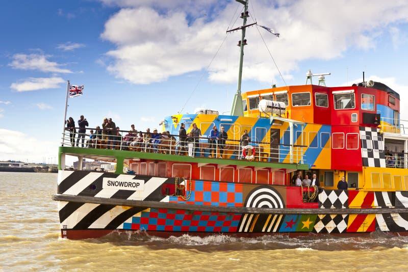 El río Mersey deslumbra el transbordador en Liverpool fotografía de archivo