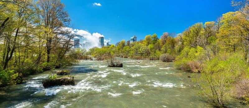 El río Niágara visto de la isla de la cabra - Nueva York, los E.E.U.U. fotografía de archivo