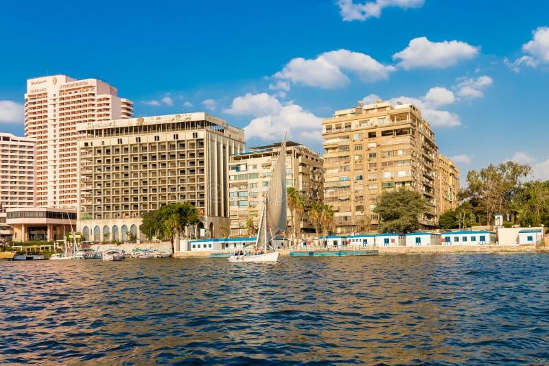 El río el Nilo con los barcos en El Cairo, Egipto foto de archivo libre de regalías