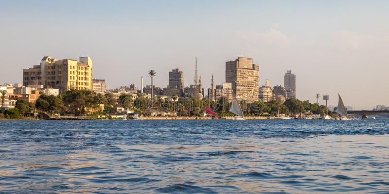 El río Nilo en el corazón de El Cairo, Egipto foto de archivo