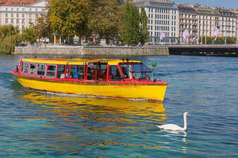 El río Rhone en Ginebra, Suiza imagen de archivo