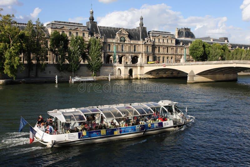 El río Sena En París foto de archivo