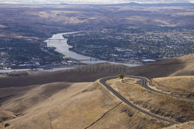 El río Snake entre las ciudades colindantes de Lewiston, Idaho y Clarkston, Washington foto de archivo
