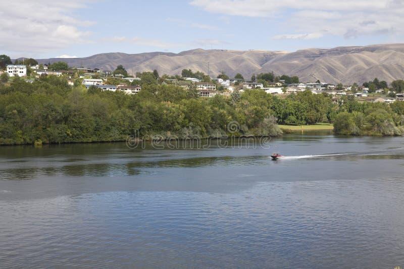 El río Snake entre las ciudades colindantes de Lewiston, Idaho y Clarkston, Washington imagen de archivo libre de regalías