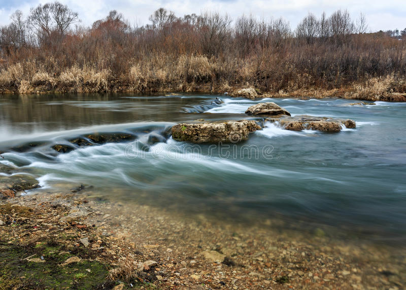 El río Tarusa, cascada fotografía de archivo