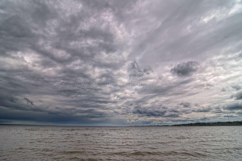 El río Volga foto de archivo