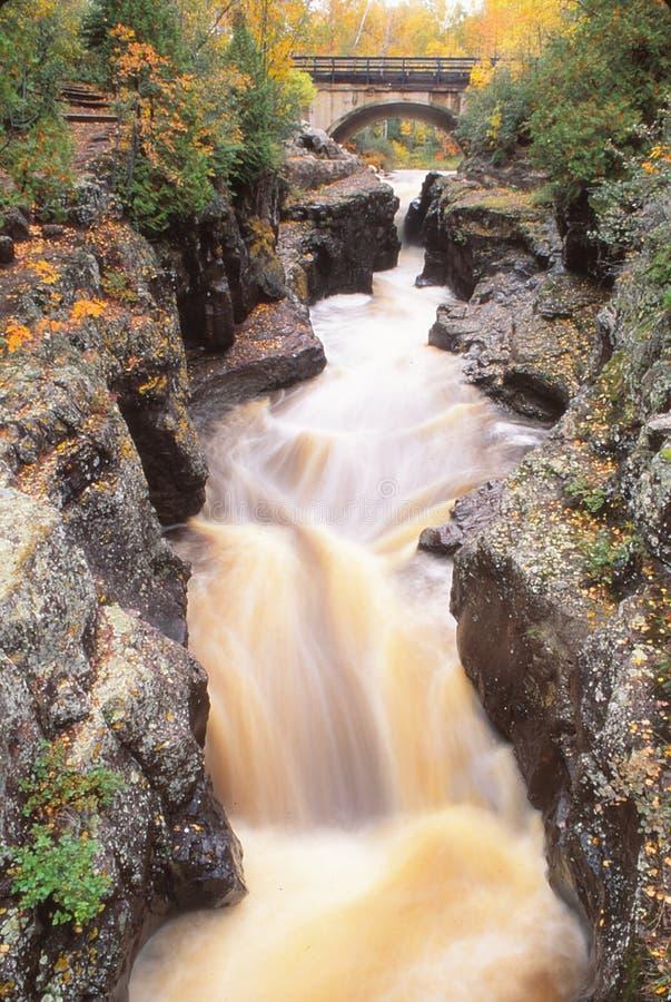 El río y el puente de Goosberry fotografía de archivo libre de regalías