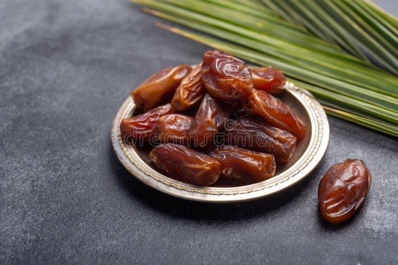 El Ramadán fecha es comida tradicional para iftar en mundo islámico imagen de archivo