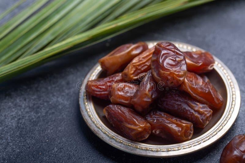 El Ramadán fecha es comida tradicional para iftar en mundo islámico imagen de archivo libre de regalías