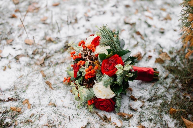 El ramo de la novia en una boda imagen de archivo