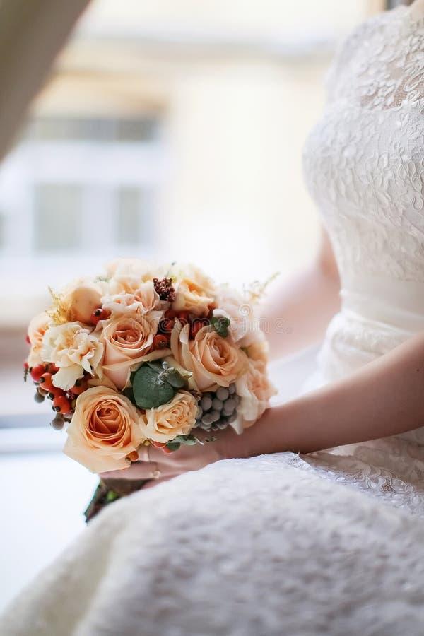 El ramo de la novia a la boda fotografía de archivo