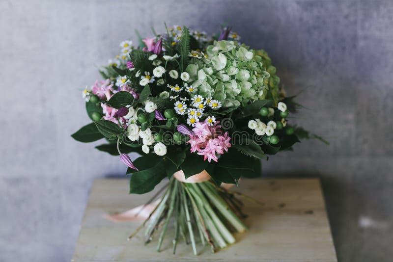 El ramo hermoso delicado de flores se cierra para arriba fotos de archivo libres de regalías