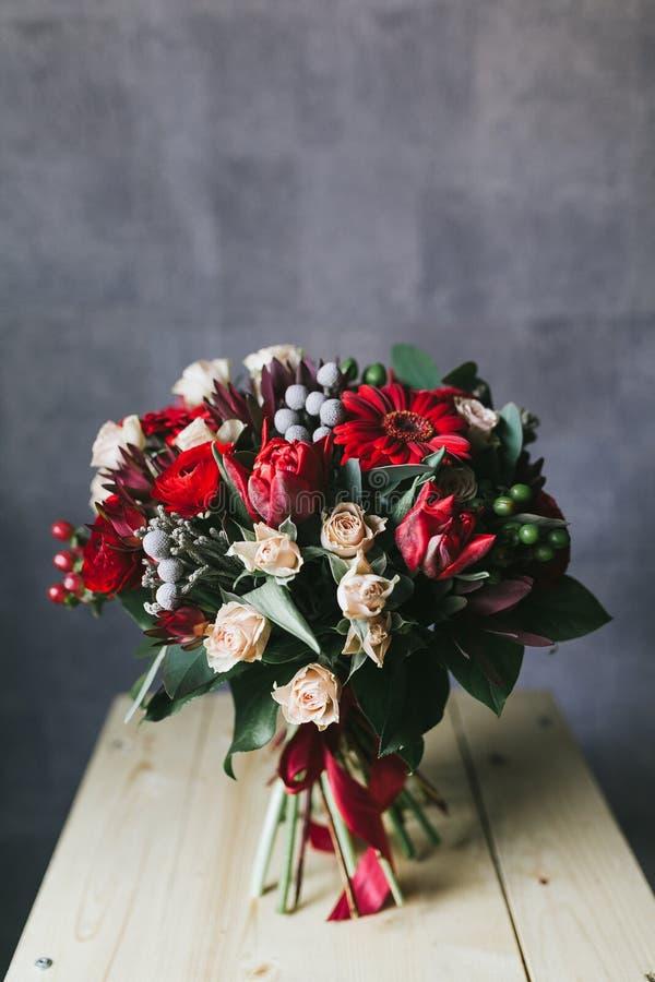 El ramo hermoso delicado de flores se cierra para arriba imagen de archivo libre de regalías