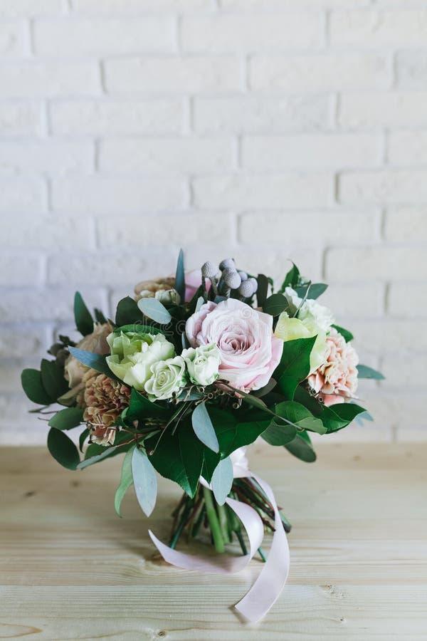 El ramo hermoso delicado de flores se cierra para arriba foto de archivo libre de regalías