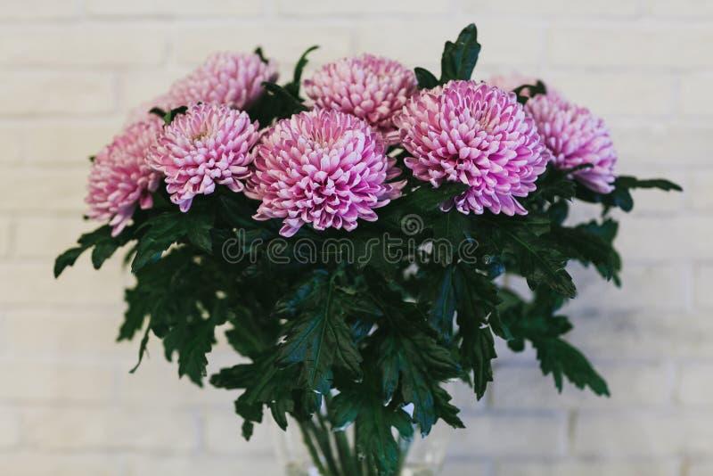 El ramo hermoso delicado de flores se cierra para arriba fotos de archivo