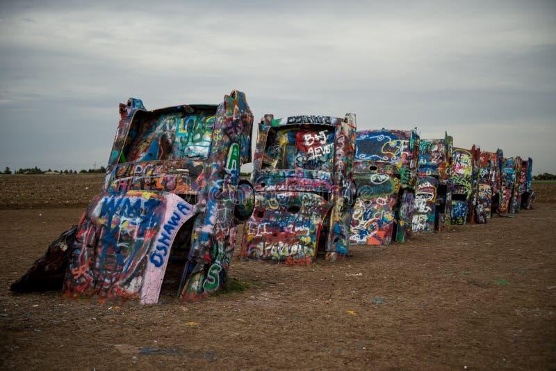 El rancho de Cadillac, a lo largo de Route 66 histórico en Amarillo, Tejas Sucio, colorido fotografía de archivo libre de regalías