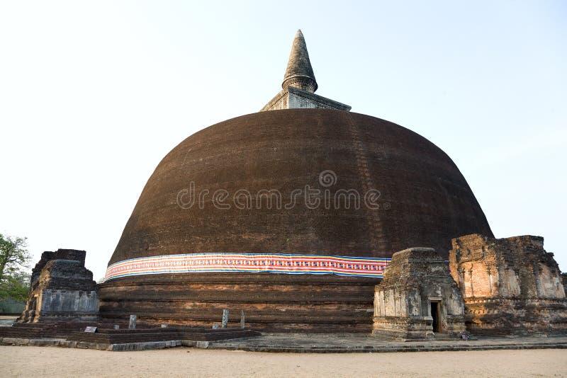 El Rankot Vihara o el pináculo de oro Dagoba fotografía de archivo